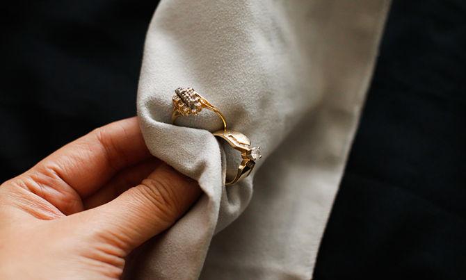 Como limpar joias de ouro. 5 Dicas para você aprender ...