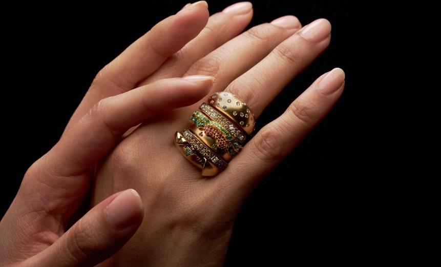 McDonald's da anel de ouro e diamantes