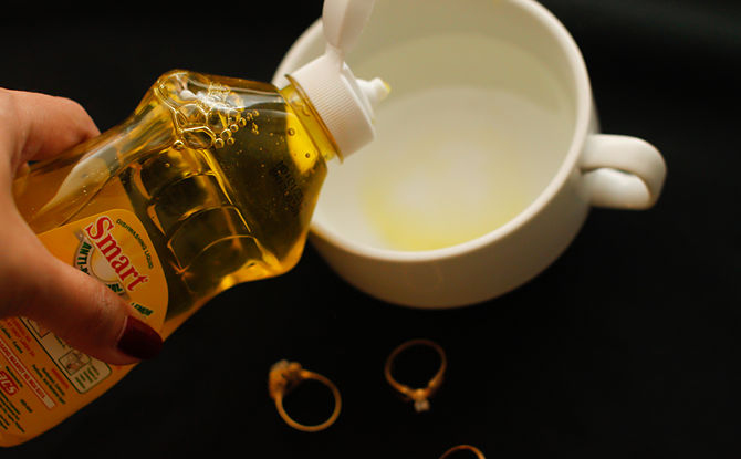 limpar ouro com detergente