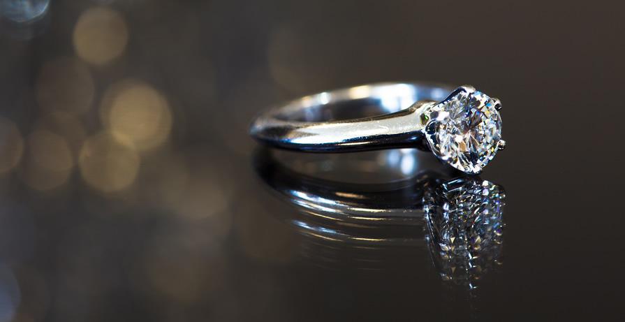 Como comprar um anel de noivado
