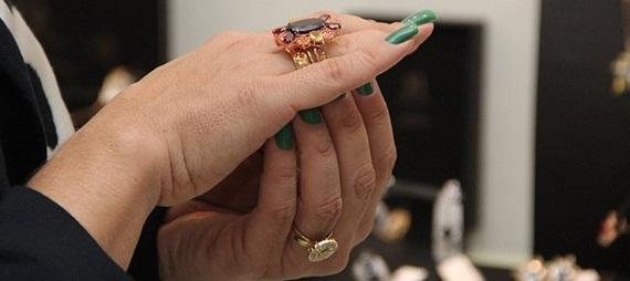 Viviane Araújo compra anéis avaliados em 50 mil reais