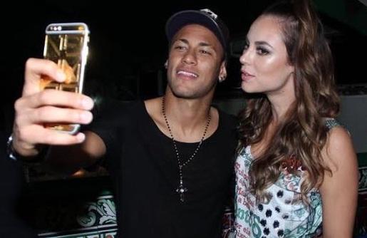 Neymar Selfie Paolla Oliveira