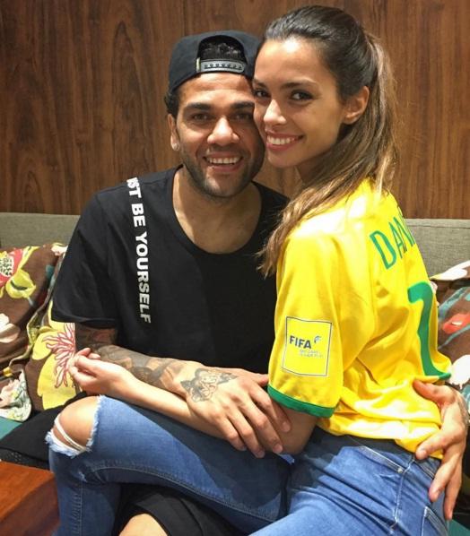 Daniel Alves NOIVADO NAMORADA OURO