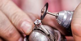 Como é feita a lapidação de pedras preciosas? Entenda!